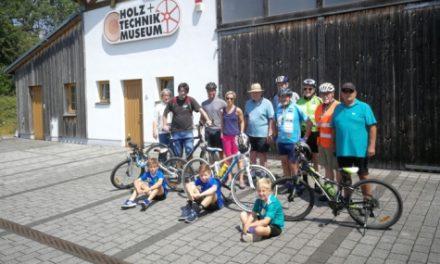 Radtour führte zum Holz- und Technikmuseum nach Wißmar